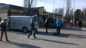 REKO Pojo träffas utanför Pojo affärscentrum. Här fanns gott om plats för producenter och konsumenter att utbyta varor.