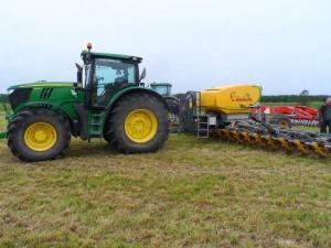 System Cameleon fanns naturligtvis på plats. Utan denna maskin kunde gården inte odla sina över 1 000 ha ekologiska grödor så ogräsfritt som dom gör idag!