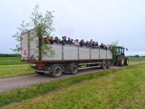 Eko-Expressen körde besökarna ut till demofälten.